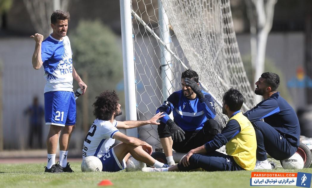 وریا غفوری که فصل گذشته و بعد از جدایی ناگهانی استراماچونی تا مشخص شدن سرمربی جدید این تیم، به عنوان بازیکن مربی در کنار استقلال بود.