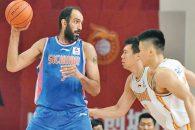 در رقابت های سوپرلیگ چین ، تیم سیچوان با نتیجه ۹۴ بر ۸۰ مقابل شانکسی به پیروزی رسید . حامد حدادی در این بازی ۲۳ امتیاز برای سیچوان کسب کرد.