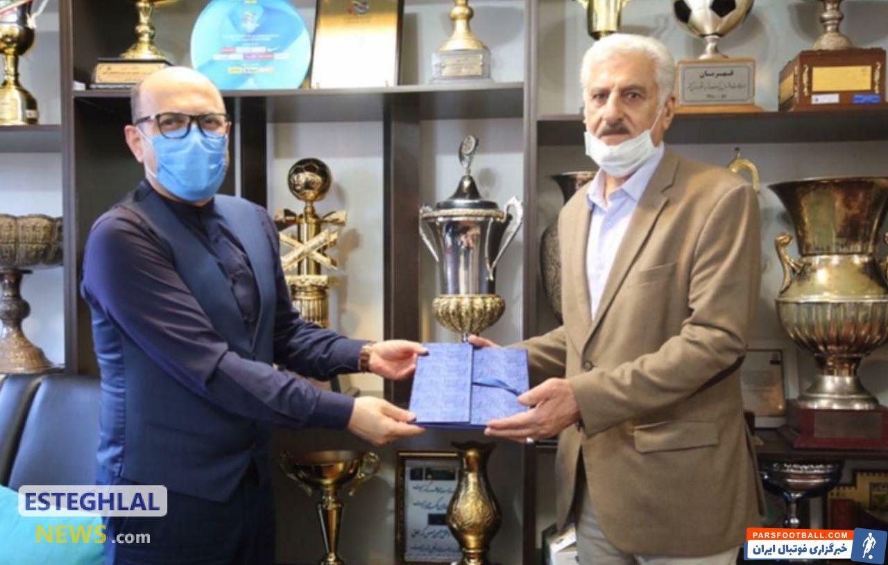 منصور رشیدی ، پیشکسوت باشگاه استقلال گفت : در شرایط فعلی ، بازگشت فرهاد مجیدی به استقلال بهترین اتفاق بود و من از او حمایت می کنم.