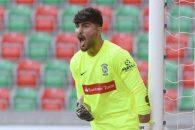 در پست دروازه بانی تیم ملی ، امیر عابدزاده با اجازه از اسکوچیچ در اردوی تیم ملی حضور نداشت و حامد لک هم به همچنان در لیست انتظار حضور دارد.