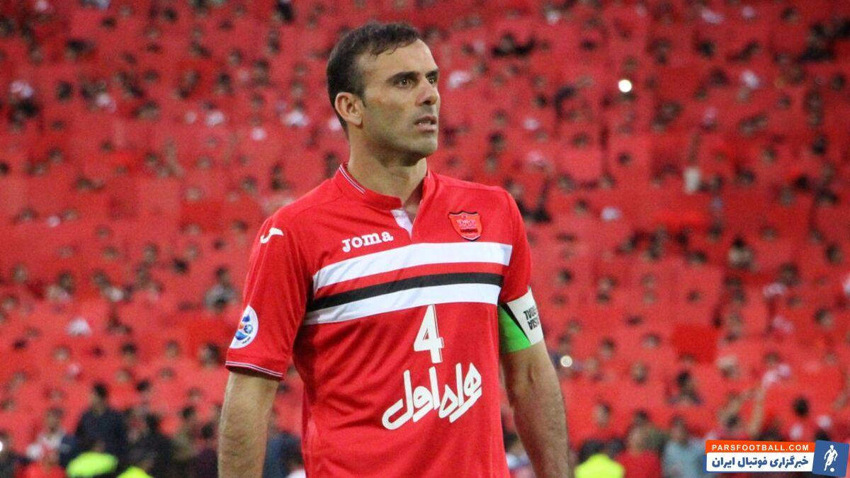 درحالی که سیدجلال حسینی در این فصل از ستاره های پرسپولیس بوده ، اما قرارداد او از یکی از مهاجمان پرسپولیس که هیچ گلی برای این تیم نزده هم کمتر است.