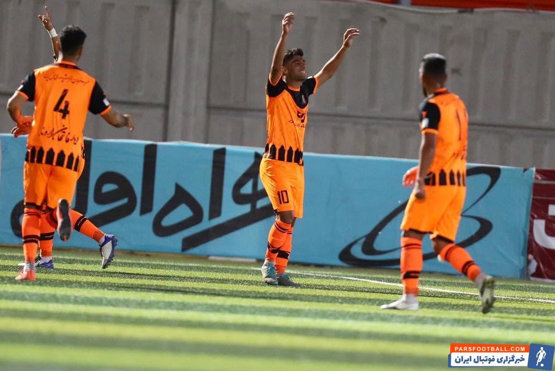 محمدرضا سلیمانی مهاجم تازه وارد تیم مس رفسنجان اولین گل خود برای این تیم را مقابل یاران سابقش به ثمر رساند؛ گلی که یک گل سه امتیازی بود.