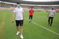 یحیی گلمحمدی سرمربی تیم پرسپولیس و امید عالیشاه ستاره این تیم از ورزشگاه جواهر لعل نهرو بازدید کردند.
