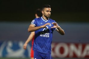 در هفته سوم لیگ قهرمانان آسیا ، تیم استقلال با نتیجه ۴ بر ۳ مغلوب الدحیل قطر شد . در این دیدار مایکل اولونگا ، مهاجم الدحیل هتریک کرد .