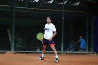 اکبر طاهری سرمربی تیم ملی تنیس می گوید، امیر جدیدی قبل از اینکه بازیگر شود تنیس باز بوده است و حضورش حال و هوای بهتری به رقابتها می دهد.