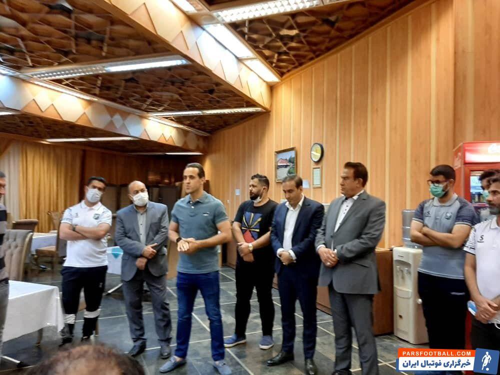 علی کریمی به عنوان مشاور عالی باشگاه خیبر خرمآباد در جمع اعضای این تیم و مدیران باشگاه حضور یافت