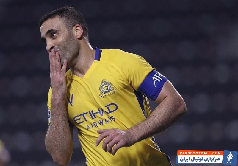 عبدالرزاق حمدالله ، مهاجم تیم النصر عربستان ، به علت حرکت منشوری در دیدار با الفیصلی از سوی فدراسیون فوتبال عربستان ۱۵ روز محروم شد.