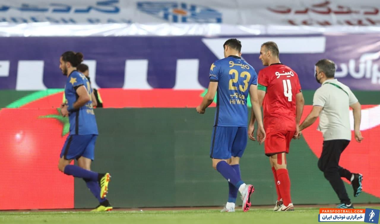 آرمان رمضانی که به نهمین بازیکن ادوار دربی پایتخت تبدیل شد که از پرسپولیس مستقیما به استقلال آمده و فرصت بازی در شهرآورد را به دست آورد.