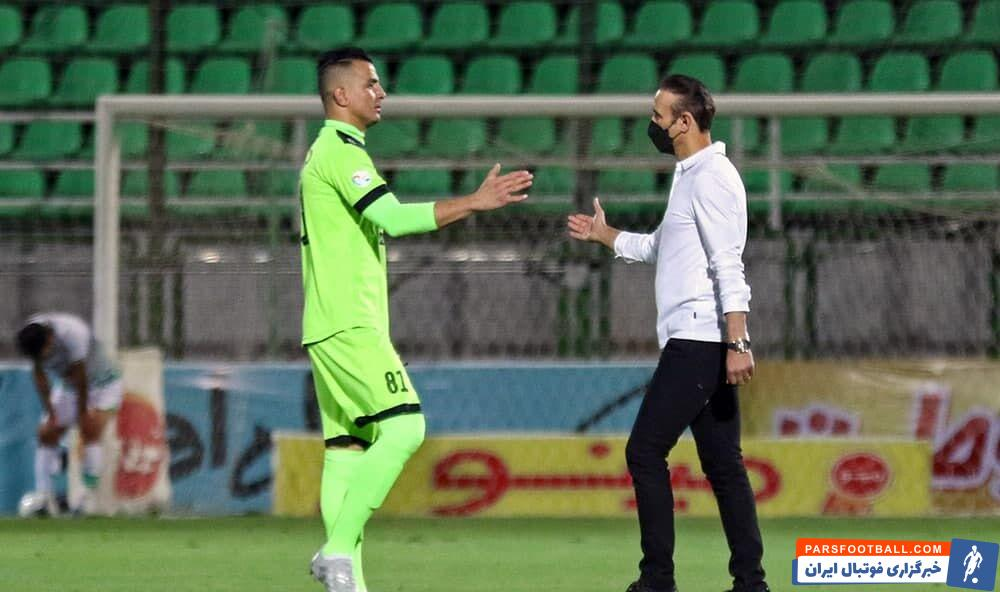یحیی گلمحمدی سرمربی پرسپولیس نیز در پایان مسابقه به این شکل به حامد لک خسته نباشید گفت تا به دروازهبان تیمش برای ادامه فصل روحیه بدهد.