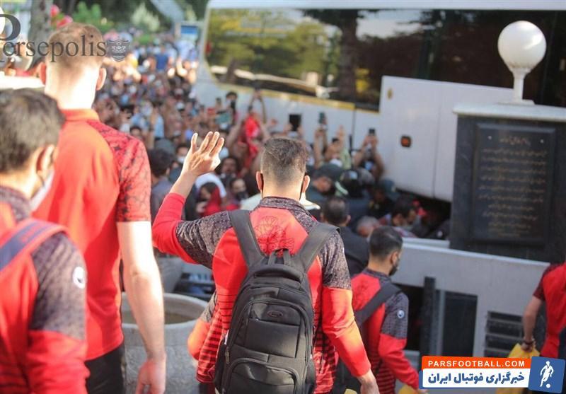 حواشی دیدار سپاهان - پرسپولیس ؛ شعار هواداران زردهای اصفهان علیه سرخها و هشدار کرونایی افشین پیروانی