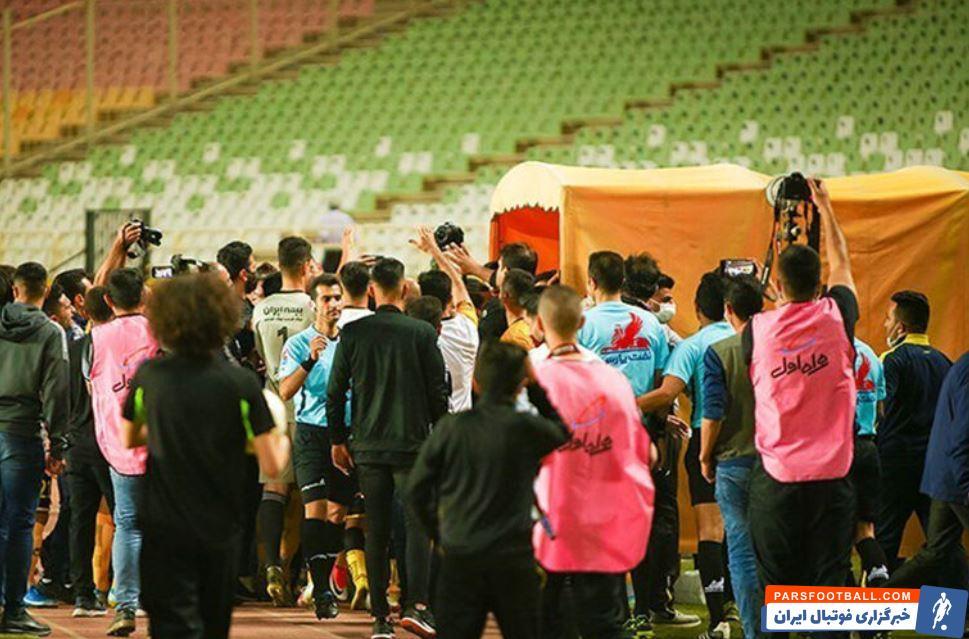 صدای بلندگوی ورزشگاه و گزارش ناظر بازی پرسپولیس و سپاهان بر علیه تیم اصفهانی