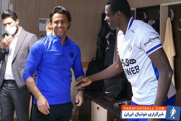 شیخ دیاباته ، مهاجم گلزن تیم استقلال در بازگشت از عربستان به فرهاد مجیدی قول داده است که در پایان فصل در این تیم بماند.