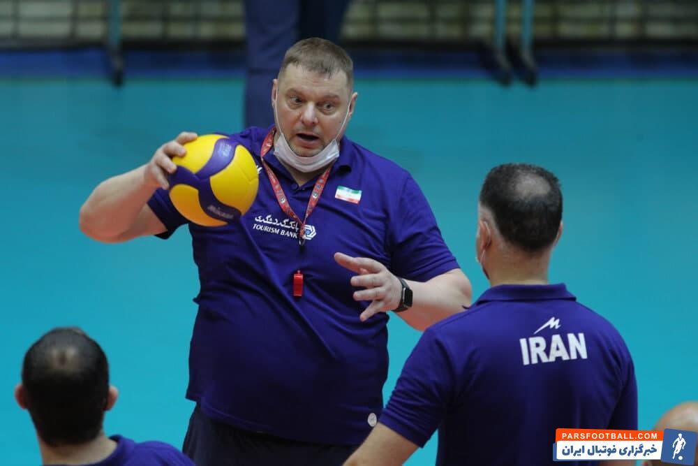 ولادیمیر آلکنو ، سرمربی تیم ملی والیبال ایران گفت : در بازی با آمریکا، تقریبا از ترکیب دوم تیم استفاده کردم. استفاده از صالحی در این بازی تصمیم خودم بود.