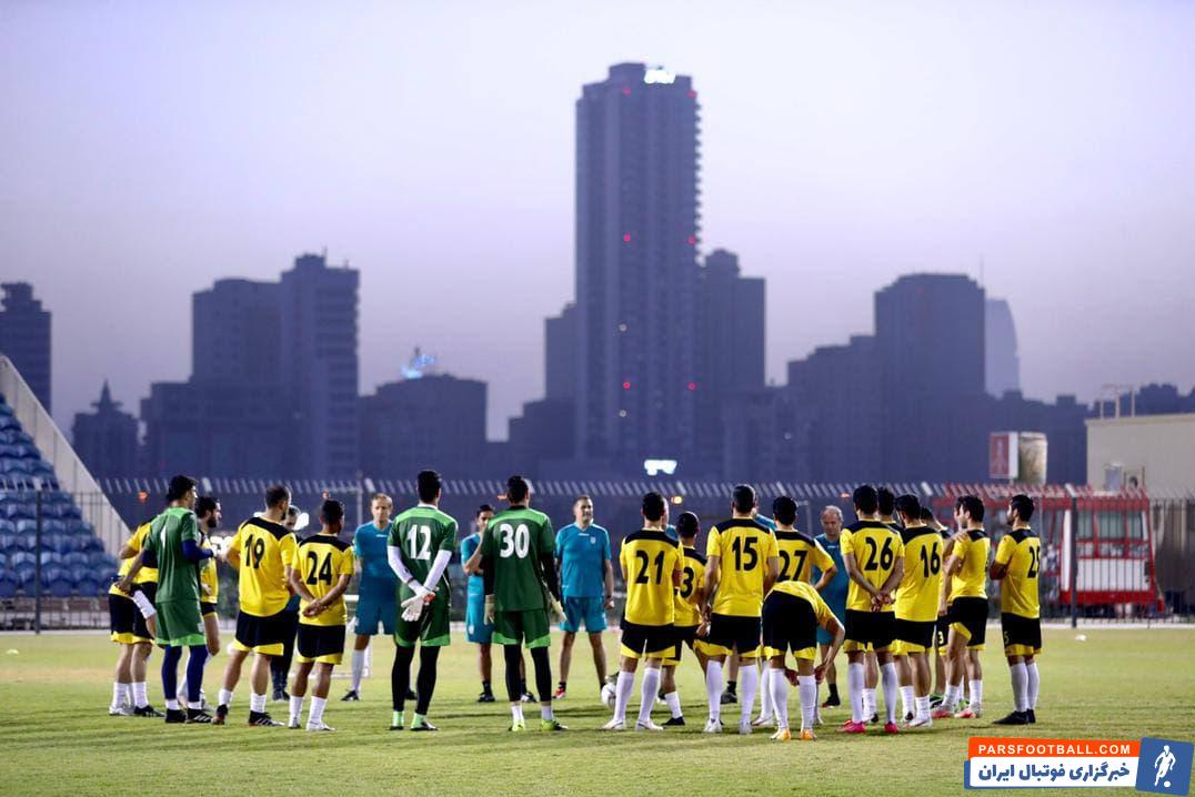 تمرین امروز تیم ملی در یک فضای شاداب در ورزشگاه النجمه منامه برگزار شد و دراگان اسکوچیچ به صحبت با ستاره های تیم ملی پیش از دیدار با عراق پرداخت.