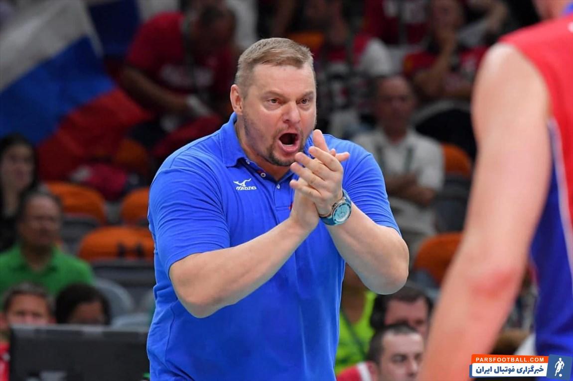 طبق ادعای یک رسانه لهستانی ، ولادیمیر آلکنو ، سرمربی تیم ملی والیبال پس از دیدار با لهستان خطاب به بازیکنان نگفت : خجالت نمی کشید به این شکل بازی می کنید ؟