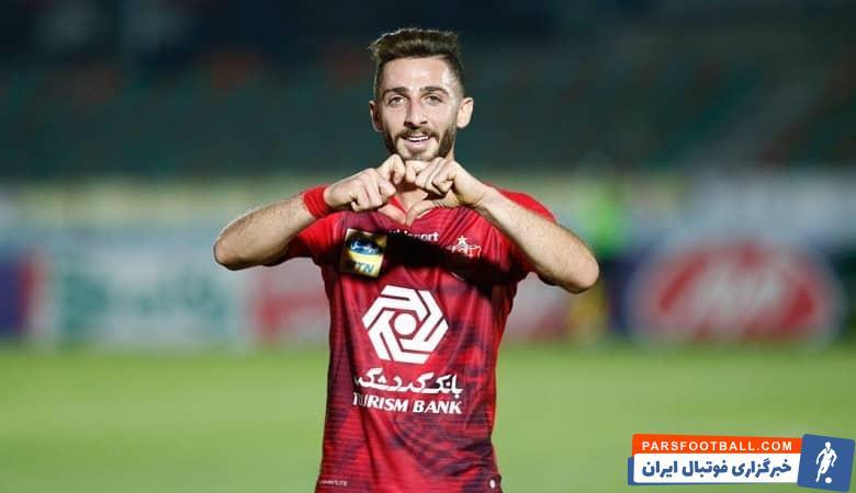 حسین عبدی ، پیشکسوت باشگاه پرسپولیس گفت : من از کادرفنی پرسپولیس درخواست می کنم که به مهدی عبدی فیکس بازی دهد.