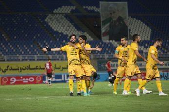 یاسین سلمانی پس از این گل، به سبک شادیهای زلاتان ابراهیموویچ ایستاد و آغوش خود را باز کرد تا دیگر بازیکنان سپاهان او را در آغوش بگیرند.