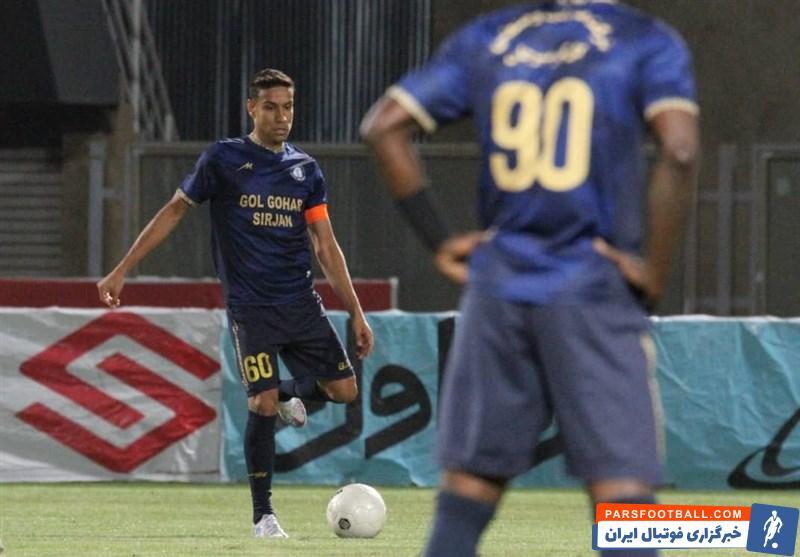 احمد زنده روح هافبک گل گهر : استقلال تیم بزرگی است ولی می توانیم آنها را شکست دهیم