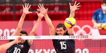 عکس یادگاری بازیکنان والیبال ایران بعد از شاهکار بازی با لهستان