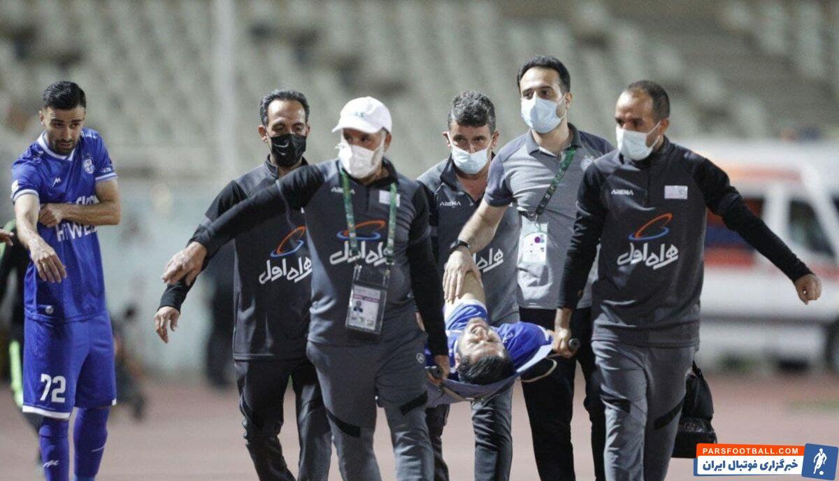 آبی ها باید ۶ روز دیگر در دربی جام حذفی مقابل پرسپولیس به میدان بروند، عارف غلامی با مصدومیت از ناحیه کمر روبرو شد و از زمین خارج شد.