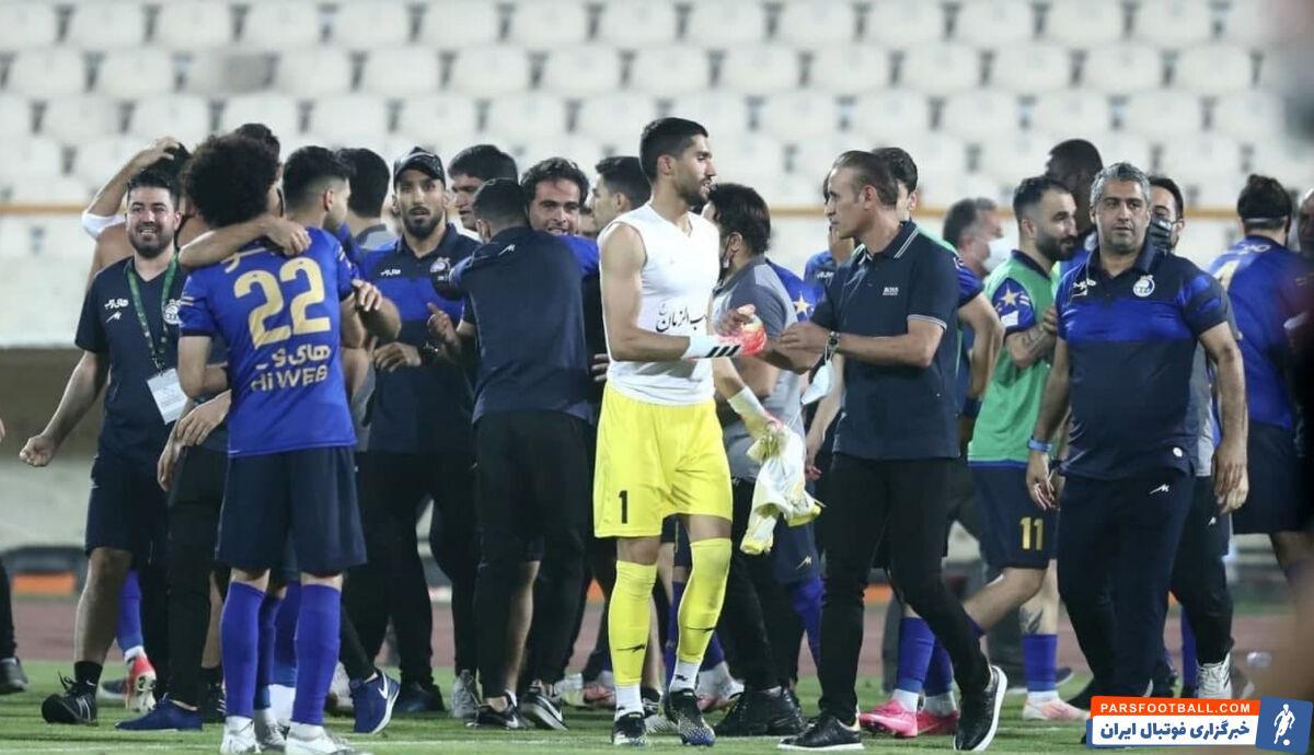 یحیی گلمحمدی سرمربی سرخپوشان پایتخت پس از پایان شهرآورد و شکست در ضربات پنالتی، به بازیکنان و اعضای کادرفنی استقلال تبریک گفت.