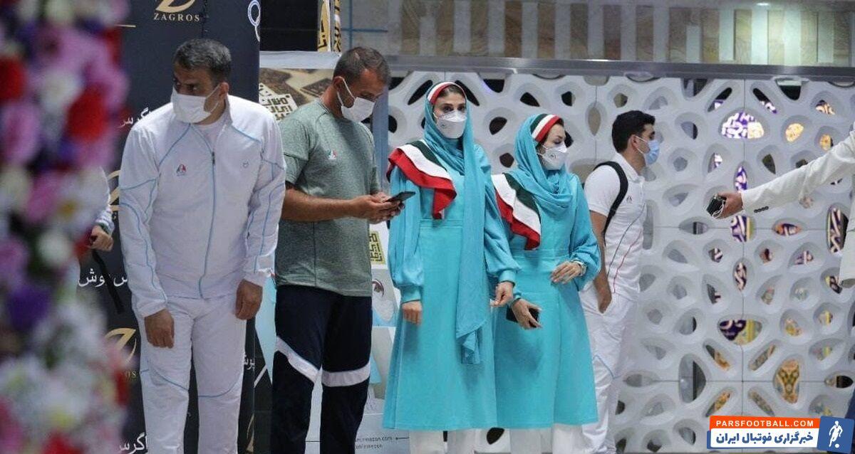 رونمایی از لباسهای رسمی اعضای کاروان ورزش ایران در بازیهای المپیک در حالی شنبه شب و همزمان با اعزام اولین گروه ورزشکاران به توکیو انجام شد.