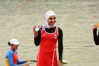 نازنین ملایی ، قایقران ایرانی در مرحله یک چهارم نهایی المپیک در رده سوم قرار گرفت و به مرحله نیمه نهایی این رقابت ها راه یافت .