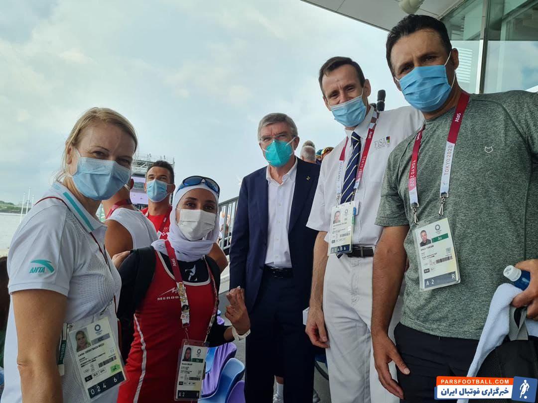 هدیه جذاب رئیس کمیته بین المللی المپیک به نازنین ملایی بانوی قایقران ایرانی
