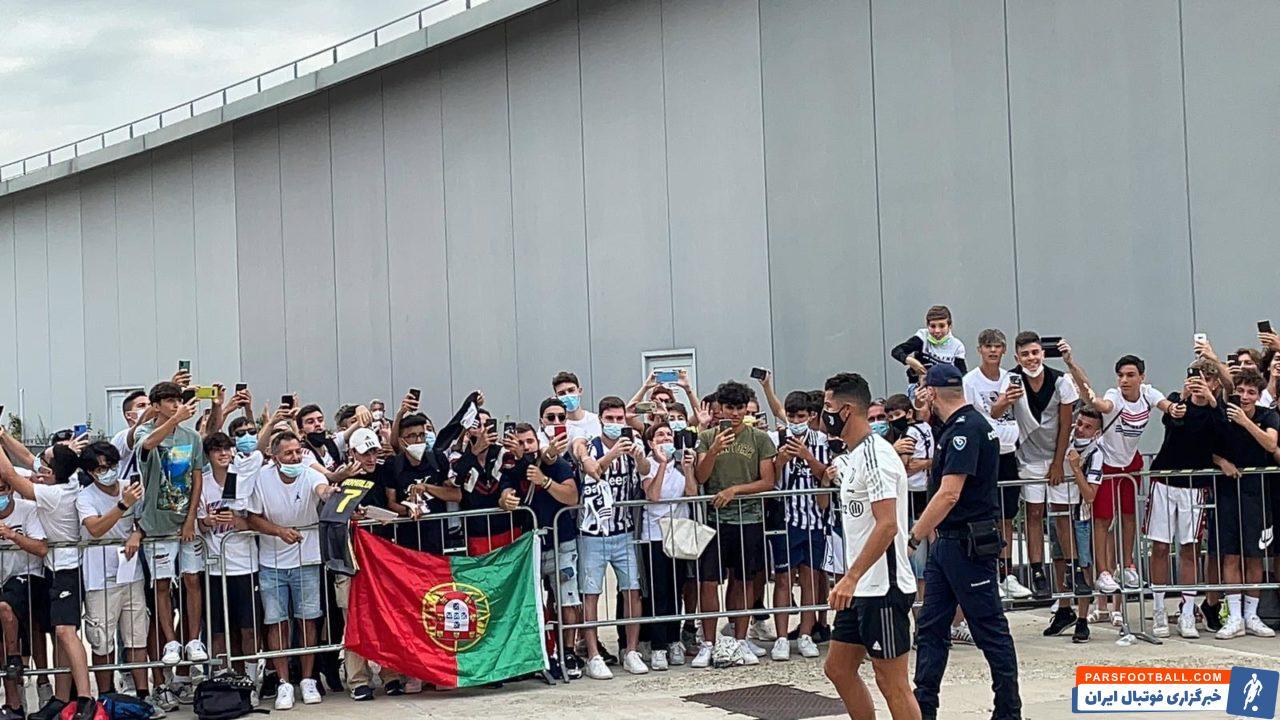رونالدو به خاطر حضور در مسابقات یورو به همراه تیم ملی پرتغالی اندکی دیرتر از سایر بازیکنان یوونتوس به تمرینات ملحق می شود.