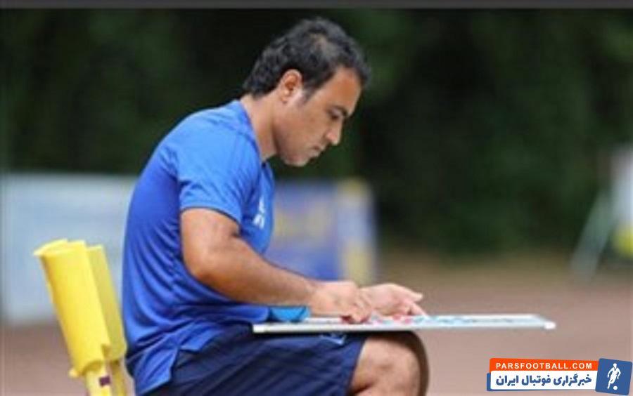 مهدی مهدوی کیا مربی با سابقه در زمینه پایههای فوتبال، برنامه امیدها را مینویسد و پس از آمدن به تهران قرارداد امضا میکند.