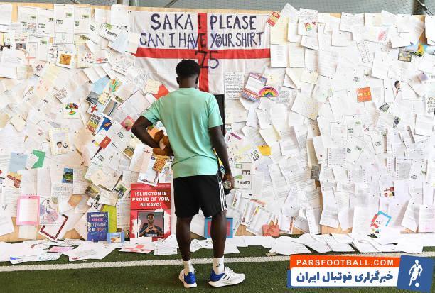 بوکایو ساکا در طول تورنمنت کم و بیش تر در ترکیب ثابت سه شیرها قرار می گرفت، اما او در دیدار فینال برابر ایتالیا در نیمه دوم وارد میدان شد.