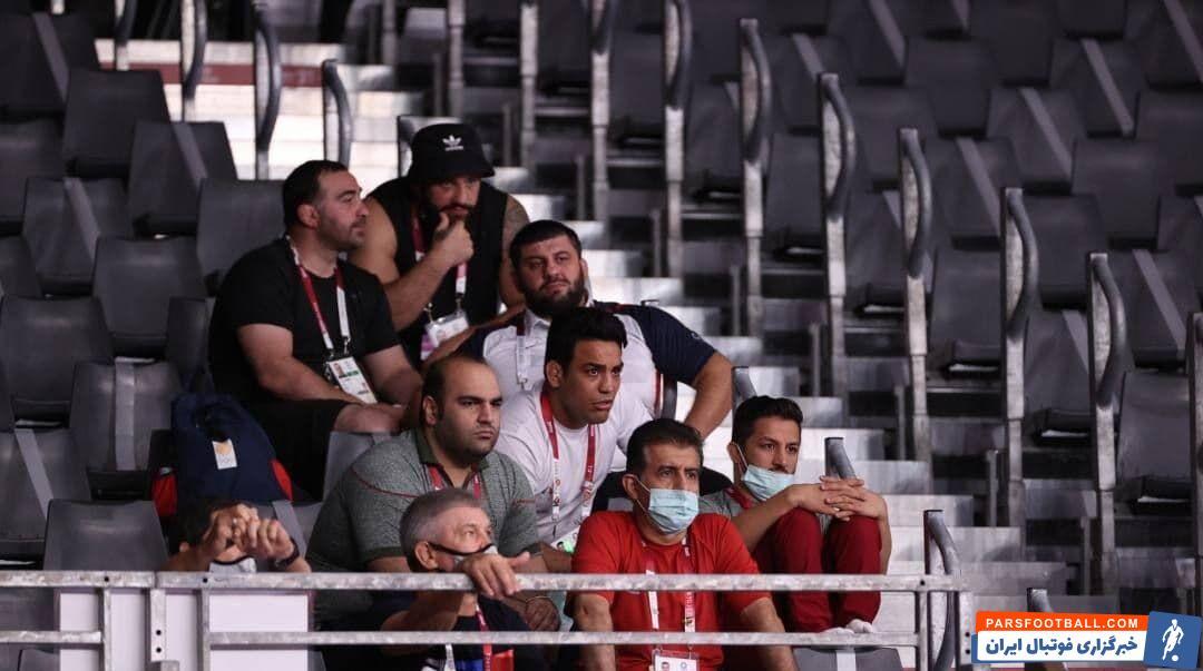 در حاشیه بازیهای محمدرضا گرایی ، بهداد سلیمی و حمید سوریان در سالن محل برگزاری مسابقات کشتی، نظارهگر پیروزیهای او بودند.