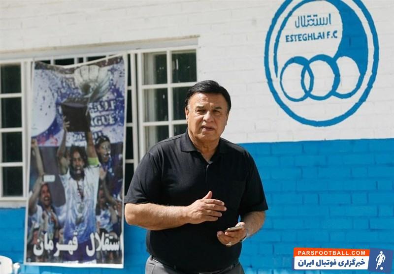 * پرویز مظلومی عضو هیئت مدیره باشگاه استقلال از نزدیک نظارهگر تمرین بود.