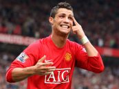 کریستیانو رونالدو با امضا قراردادی رسما به تیم منچستر یونایتد پیوست