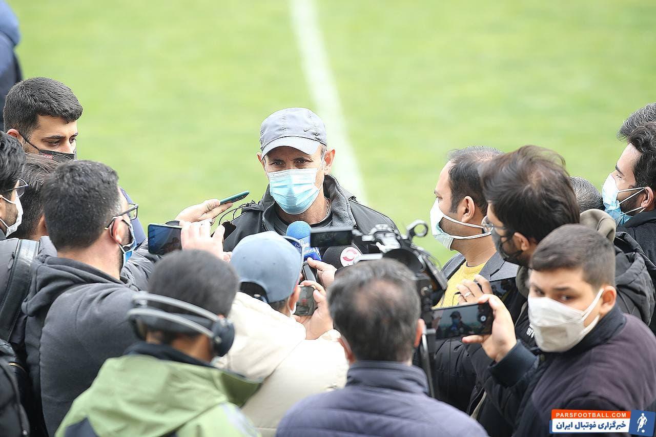 یحیی گل محمدی در جمع خبرنگاران