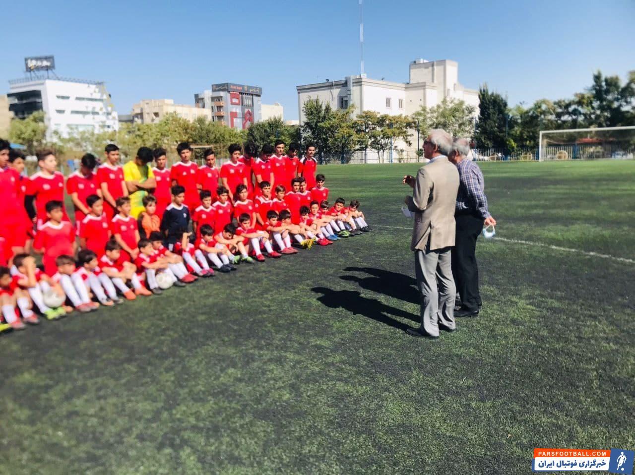بنابراین، جمشید نظمی امروز صبح به مدارس فوتبال تراکتور سری زد تا نشان دهد نه تنها برای ادامه فصل 1400-1401 برنامه دارد.