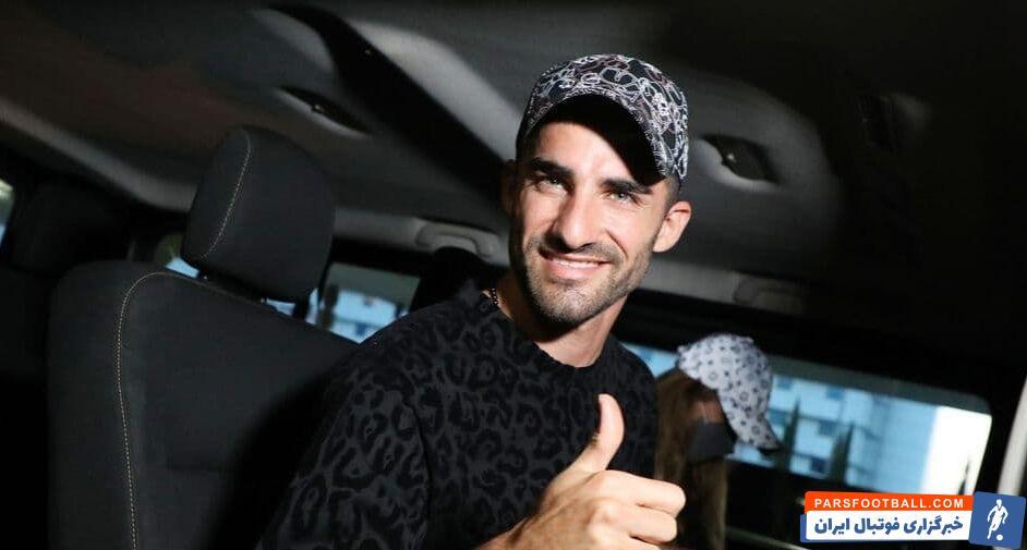 سایت اسپورت ۲۴ یونان اعلام کرد که شب گذشته میلاد محمدی به آتن رسیده تا قرارداد خود را با باشگاه آ.اک امضا کند.