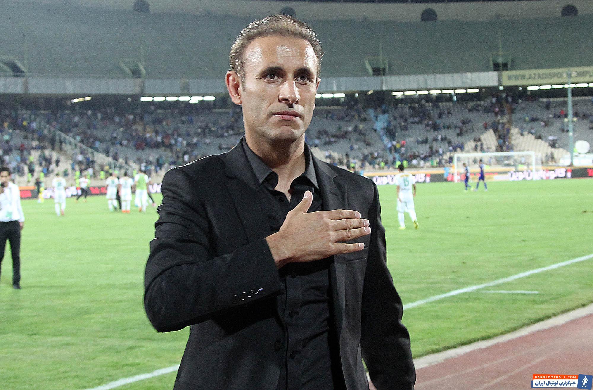 یحیی گل محمدی به دلیل منع از جذب بازیکن خارجی از فدراسیون فوتبال انتقاد کرد