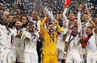 بوسه کیلیان امباپه بر جام قهرمانی