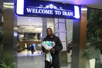 کوین یامگا به زودی پیراهن استقلال را بر تن می کند.کوین یامگا بازیکن مدنظر استقلال امشب به ایران آمد تا پس از تست پزشکی به استقلال بپیوندد.
